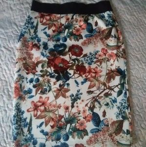Dresses & Skirts - NWOUT Floral Skirt
